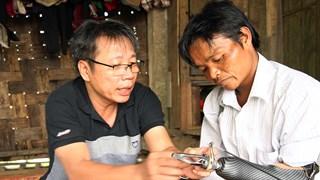 Quảng Bình: Khởi đầu mới cho những nạn nhân bom mìn được lắp cánh tay điện
