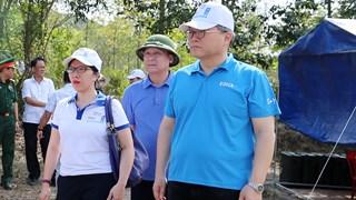 Đại diện UNDP, KOICA và VNMAC trải nghiệm quy trình rà phá bom mìn thực tế tại Quảng Bình