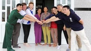 Bình Định: Đoàn cấp cao dự án KVMAP thăm khu dân cư mới được hình thành trên vùng đất an toàn đã được rà phá bom mìn