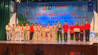 "Final of the ""Together to prevent bombs and mines in 2020"" competition in Binh Dinh""."