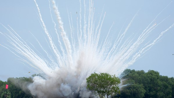 Bomb disposal squad deactivates napalm bombs, mine found in central Vietnam