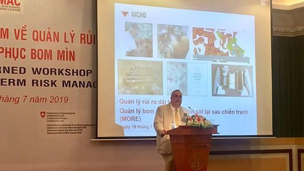 """Quốc tế chung tay cùng Việt Nam trong """"cuộc chiến"""" dai dẳng với bom mìn chưa nổ"""