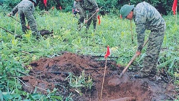 Những hình ảnh ít biết đến về rà phá bom mìn
