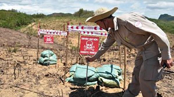 Vietnam needs dozens of billions of USD to clean out UXO