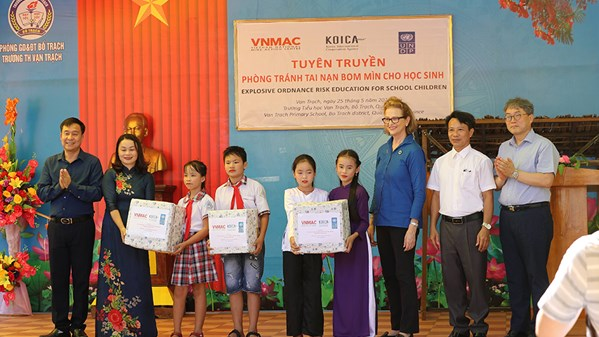 Mine accident education in Quang Binh