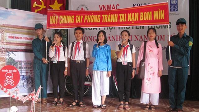 """Quảng Bình: Tổ chức ngày hội truyền thông """"Phòng tránh tai nạn bom mìn"""" tại cộng đồng"""