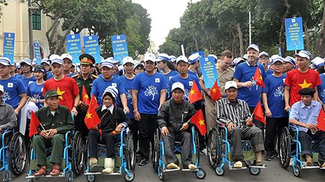 Lễ mít tinh đi bộ quanh Hồ Gươm tinh hưởng ứng Ngày thế giới phòng chống bom mìn