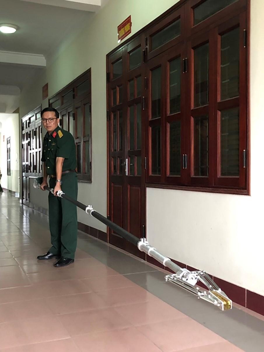 Nâng cao hiệu quả rà phá bom mìn, vật liệu nổ bằng tay gắp TG-01