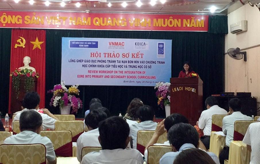 Bình Định: Nhiều trường tiểu học và trung học cơ sở đã thực hiện đưa nội dung phòng tránh tai nạn bom mìn vào thời gian học tập hợp lý