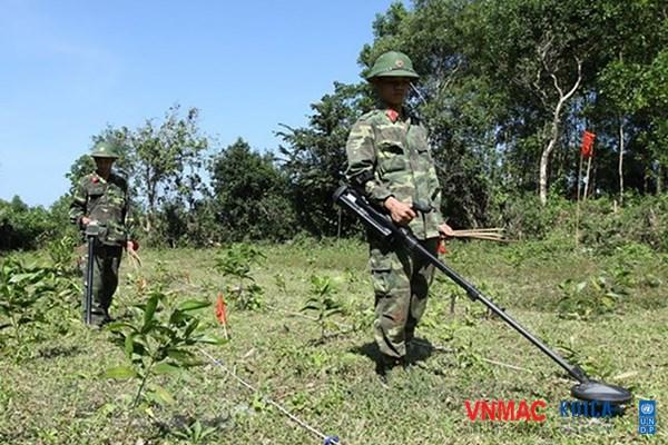 Hàn Quốc hỗ trợ Việt Nam khắc phục hậu quả bom, mìn sau chiến tranh
