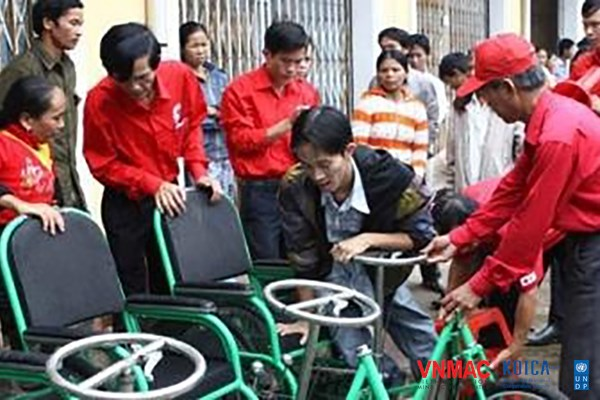 Quang Tri bomb and mine victims receive support