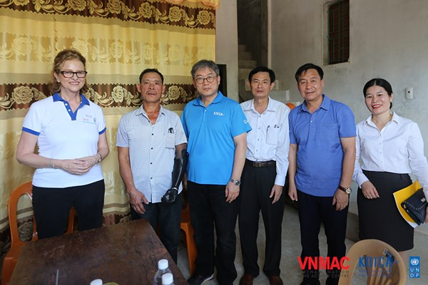 """KOICA Country Director of Vietnam: """"I hope the most is that in the future there will not be any more mine / UXO victims"""""""