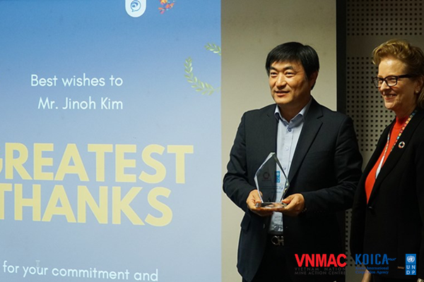 """Mr. Kim Jinoh: """"The problem of bombs and mines has a great impact on Vietnamese society and needs an integrated response from multiple fields"""""""